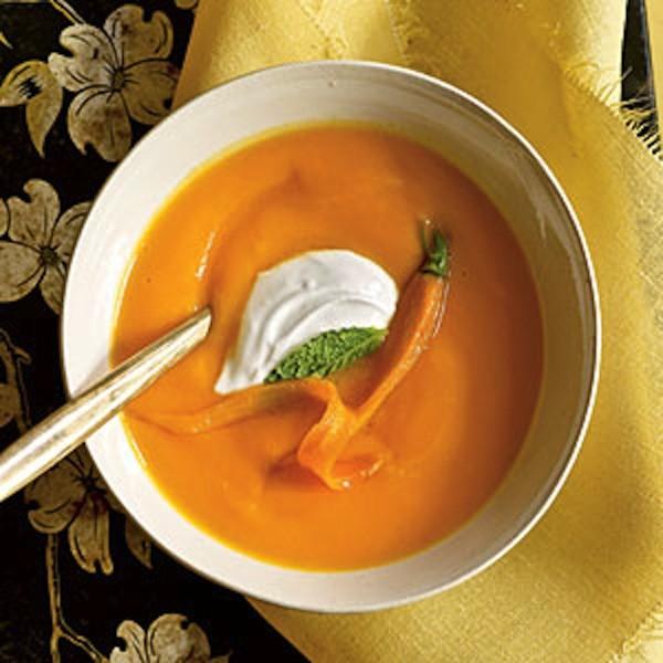 Mặt nạ cà rốt sữa chua là bí quyết trị mụn đầu đen của phụ nữ Pháp