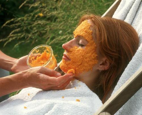 Bí quyết đắp cà rốt, sữa chua lên da mặt để trị mụn đầu đen