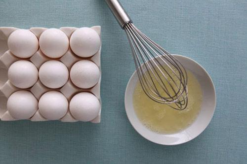 Trị mụn đầu đen bằng lòng trắng trứng gà