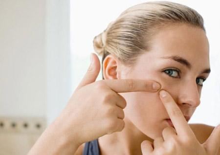 Bí quyết chăm sóc da mặt bị mụn đầu đen