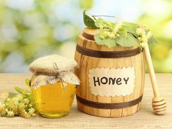 Trị mụn đầu đen với mật ong nguyên chất