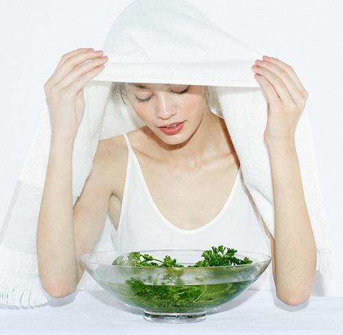 Xông hơi cũng giúp trị mụn đầu đen ở cằm hiệu quả