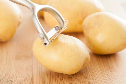 4 cách trị mụn đầu đen ở trên mặt hiệu quả bằng khoai tây ngay tại nhà