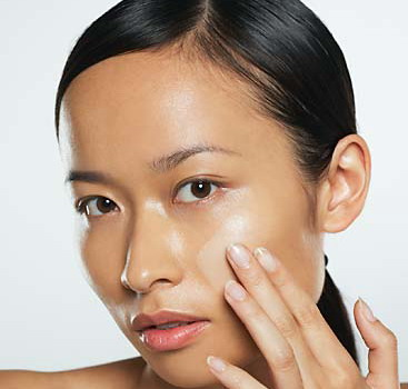 Da mặt nhờn nhiều mụn đầu đen là điều dễ gặp