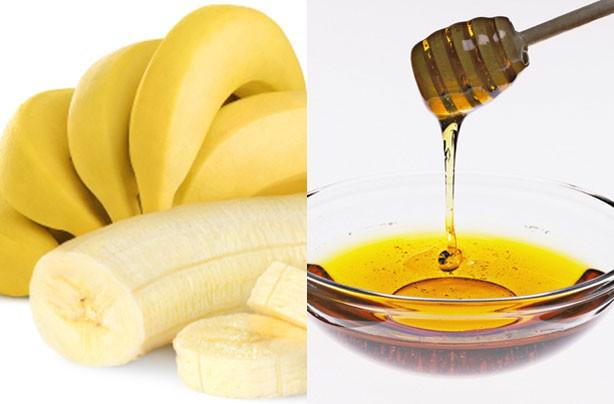 Hỗn hợp mật ong và chuối tiêu giúp trị mụn đầu đen hiệu quả