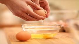 SỰ THẬT đắp mặt nạ lòng trắng trứng gà qua đêm có tốt không?