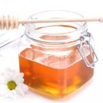 Mách bạn 5 bí kíp trị mụn đầu đen bằng mật ong tự nhiên