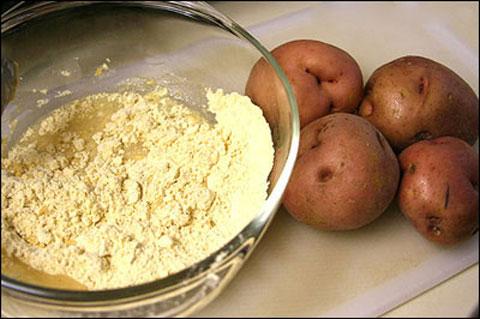 Trị mụn đầu đen đơn giản với bột khoai tây