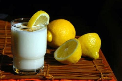 Một số cách làm trắng bằng sữa tươi không đường